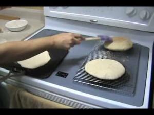 طريقة عمل الخبز الأبيض (الشامي... | فودنيا